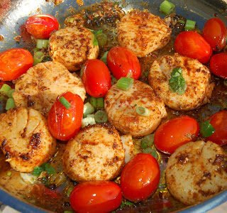 Sauteed Scallops and Tomatoes