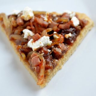 Apple Butter Flatbread with Caramelized Onions, Pancetta & Goat Cheese Plus a Musselmans Giveaway #AppleButterSpin