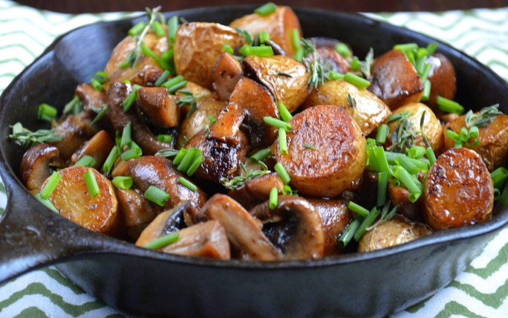 Crispy Fingerling Potatoes With Caramelized Onions ...