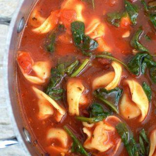 Amazing Garlic Spinach Tortellini Soup