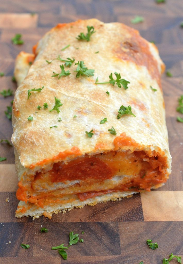 5 Ingredient Pepperoni & Cheese Stromboli - Make a 16-18 inch stromboli that your whole family will enjoy!