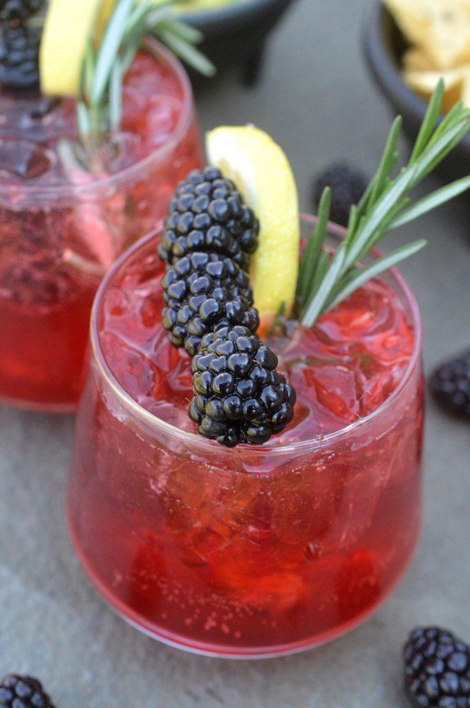 Blackberry Lemonade Vodka Cooler - Yum for summer!