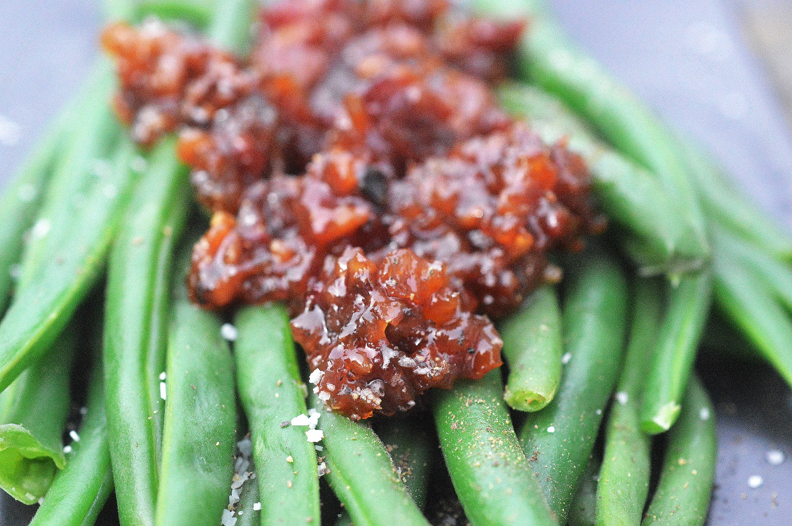 Steamed Green Beans with Bacon Jam - OMGosh...Transform your green beans with this simple twist!