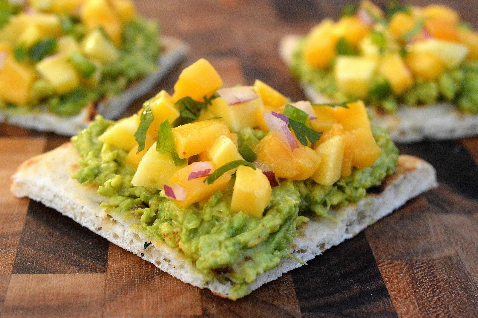 Avocado Mango Toast - Easy, healthy and delicious!