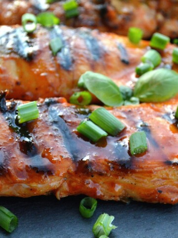 Sriracha Chicken Recipe - Great to grill and an easy weeknight meal!