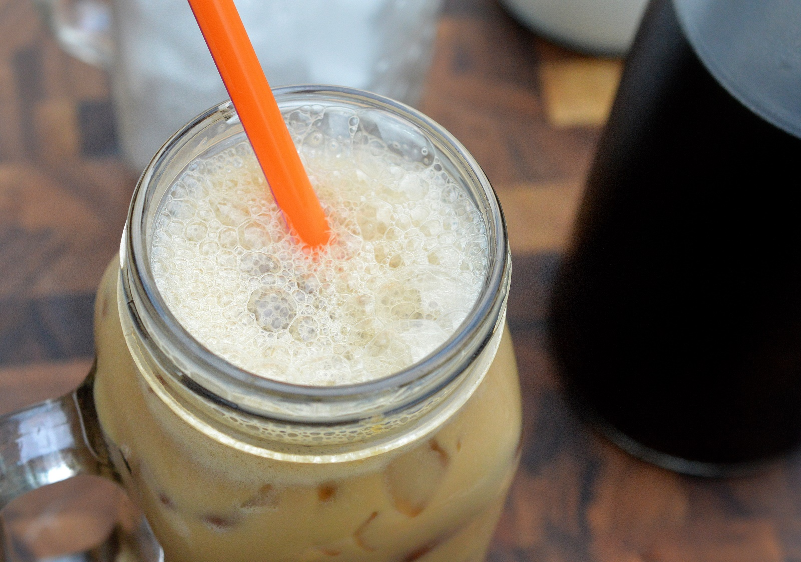 How to make cold brew coffee at home. It's easy, saves time and is less expensive! Winning!!