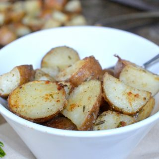 Simple and Delicious Garlic Rosemary Roasted Potatoes